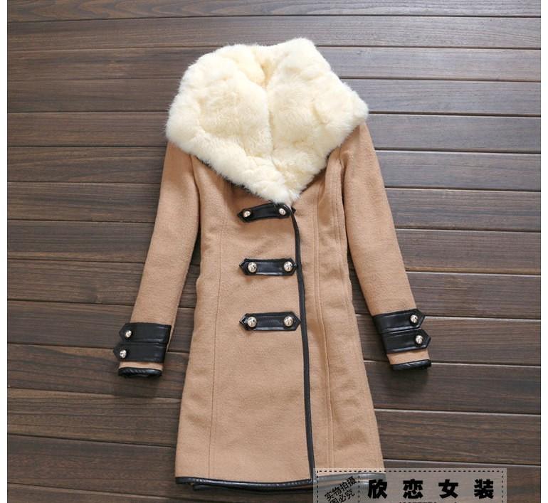 Пальто с натуральным мехом воротника
