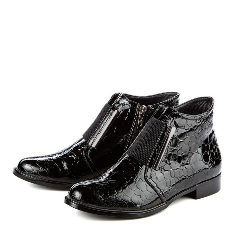 Женские черные лаковые ботинки с резинкой на низком каблуке