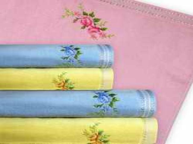 Полотенце велюровое с жаккардовым бордюром и вышивкой, цвета голубой, желтый, розовый 70х140 см. 360 г/кв.м.