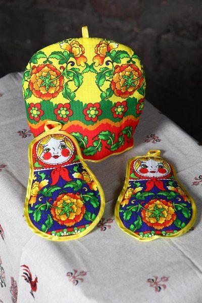 """Набор для кухни \""""Русские матрешки\"""" (Грелка на чайник+2 прихв.) вафля хлопок 100%"""