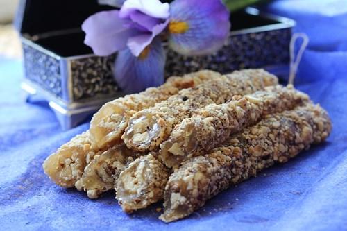Чурчхела ванильная с грецким орехом (в обсыпке из фундука) 1 кг