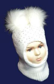 зд1054-03 Шлем с двумя эко-помпонами сердечки стразы бусины белый