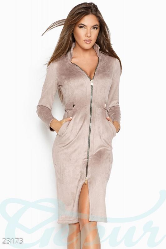 Облегающее замшевое платье