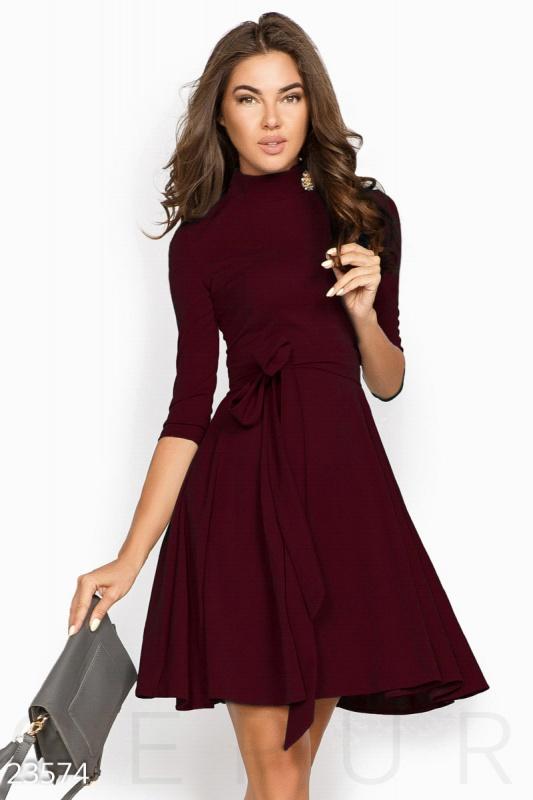 Простое женственное платье