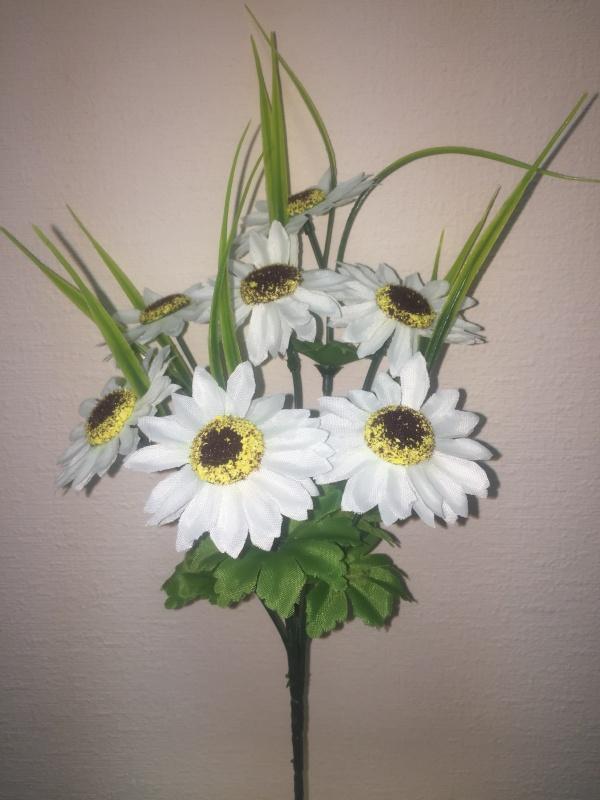 букет Ромашка садовая белый  h - 32 cm, 7 голов, добавка осока пластик ( в сборе )