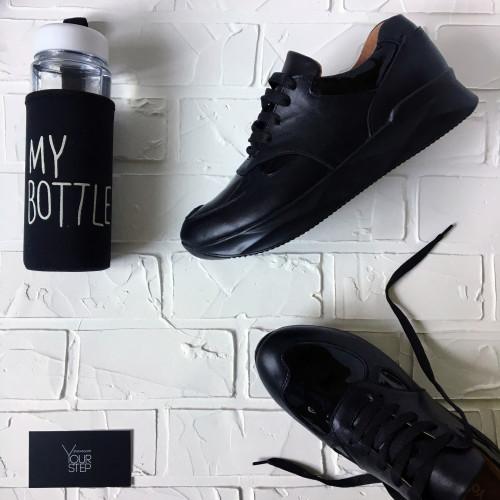 Кроссовки из черной кожи с таковыми вставками