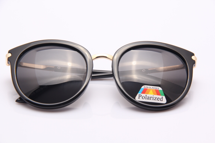 Простые солнцезащитные очки с поляризацией