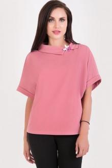 Кокетливая блуза с брошью