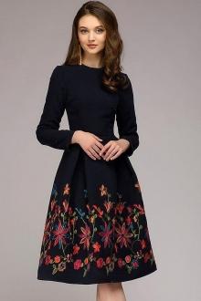 Тёплое платье с цветной вышивкой