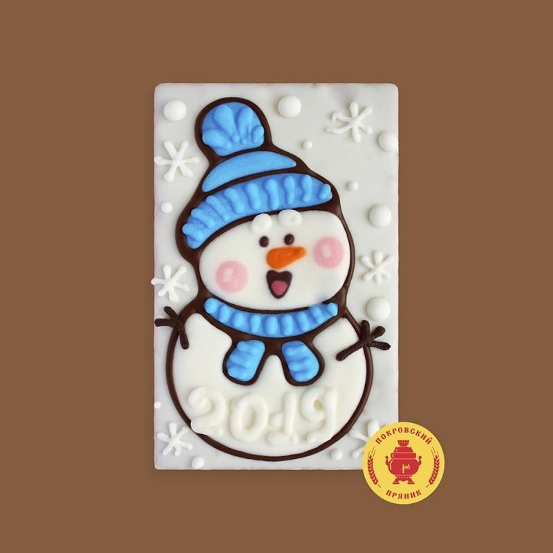 Снеговик в шапке с шарфом