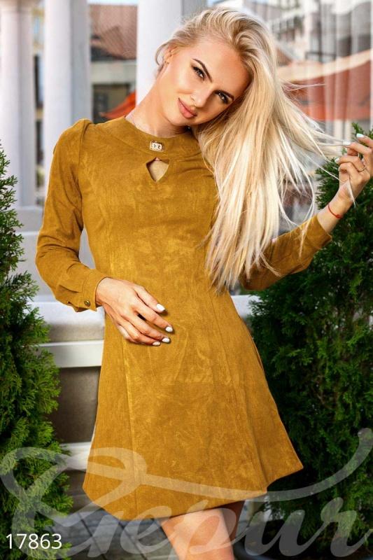 Расклешенное замшевое платье Подробнее: https://gepur.com/product/plate-17863