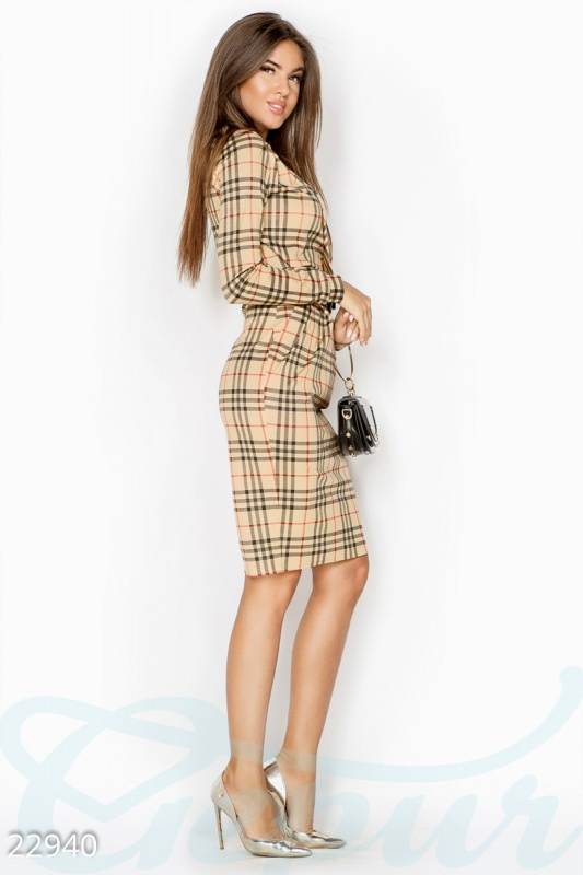 Облегающее клетчатое платье
