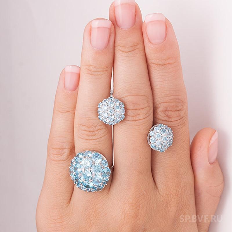 Серебряное кольцо с голубыми фианитами 1038