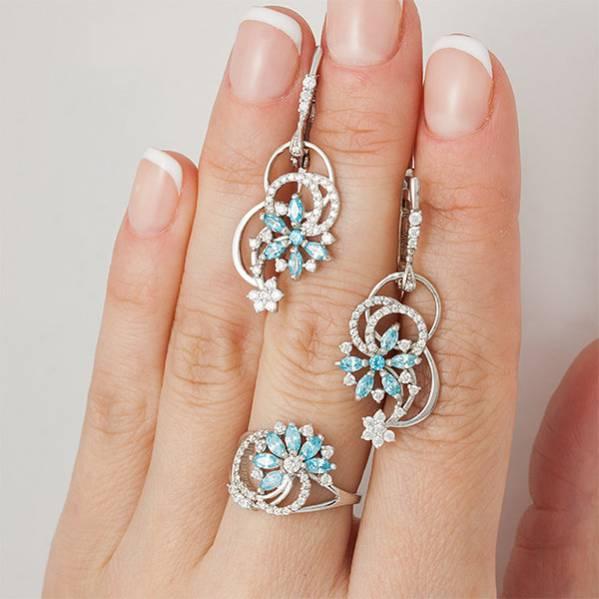 Серебряное кольцо с фианитами цвета топаз 162