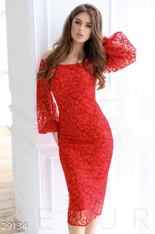 Эффектное платье-миди