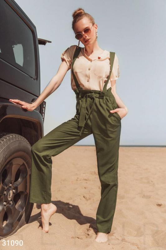 Эффектные просторные брюки