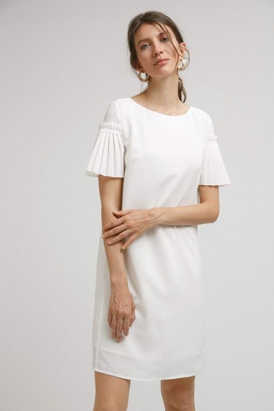 Платье прямого кроя с плиссировкой