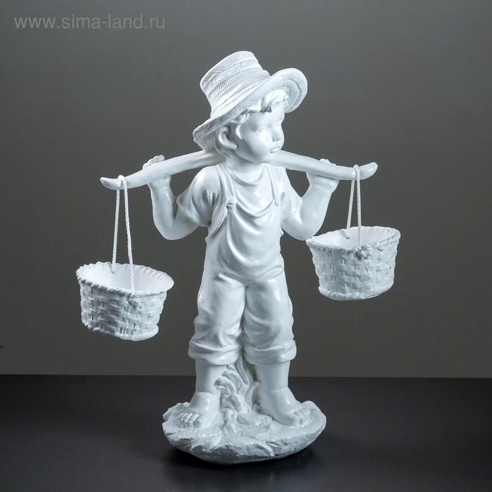 """Садовая фигура """"Мальчик с коромыслом"""" белая 50х34х18см"""
