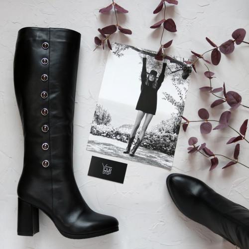 Сапоги из черной кожи на обтяжном каблуке с фурнитурой Арт. 52-1Ok-3326(1)