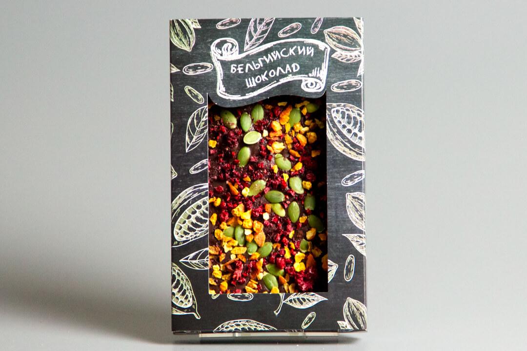 Тёмный бельгийский шоколад с малиной, абрикосом и семечками тыквы