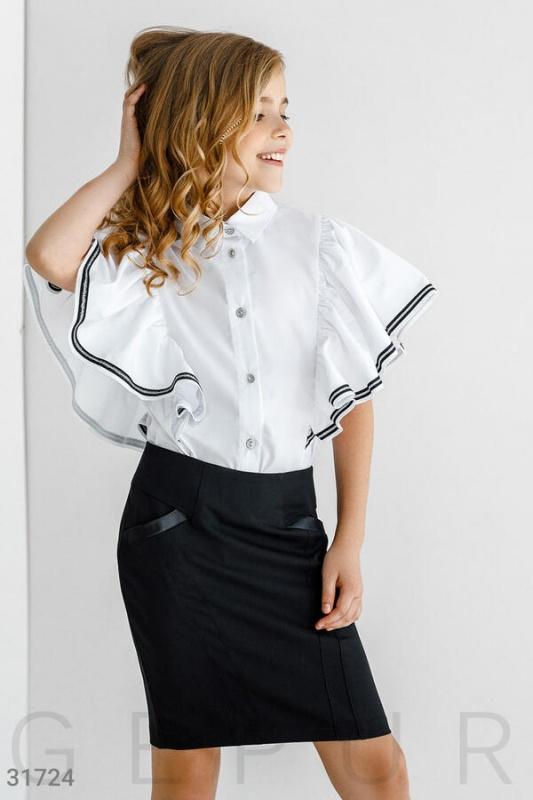 Блуза с эффектным воланом Подробнее https://gepur.ru/product/bluza-31724